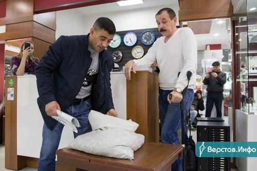 Владелец часового салона выплатил клиенту почти 70 тысяч рублей мелочью. Получилось 65 килограммов денег!