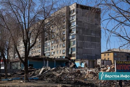 Осталось вывезти строительный мусор. В Магнитогорске снесли часть торгового центра, примыкающего к дому № 164 на К. Маркса