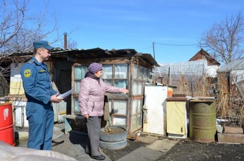 Мусор сжигает в самоваре. Пожарные рассказали садоводам Магнитогорска, как встретить весну и не сгореть