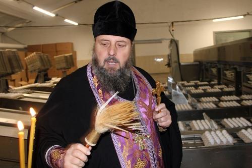 В «СИТНО» освятили пасхальную продукцию. А для епархии приготовили уникальный кулич-храм