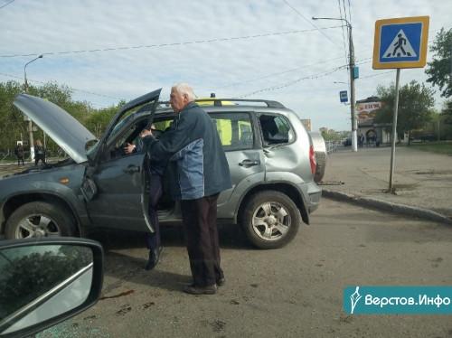Пострадали пассажиры. На перекресте Маркса – Сталеваров столкнулись два автомобиля