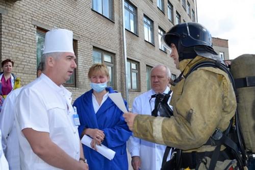 Эвакуировали более ста человек. В Магнитогорске пожарные провели учения в горбольнице №3