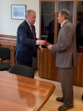 И помог, и наградил. В центре внимания депутата «социалка» и состояние лифтового парка Магнитогорска