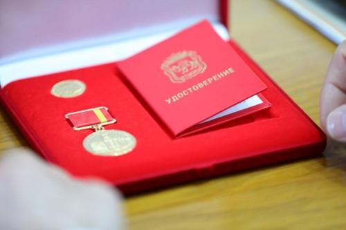 За вклад в развитие предпринимательства. Антон Панов и Виктор Барабанов награждены премией Законодательного Собрания