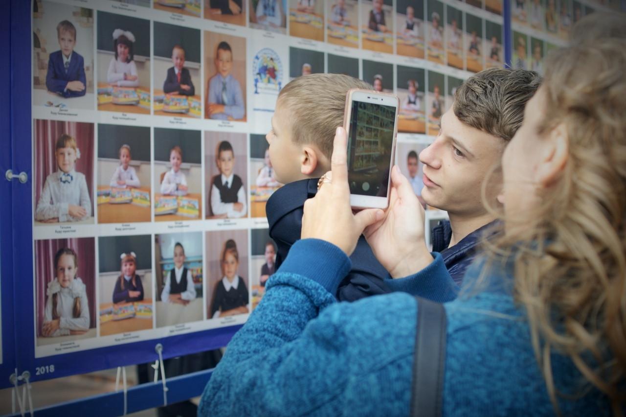 В этот раз с июня. В Магнитогорске полных ходом идёт фотографирование к «Параду первоклассников»