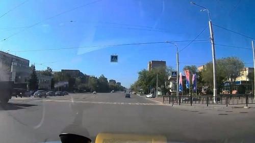Не предоставил преимущество. В Магнитогорске «КамАЗ» протаранил трамвай