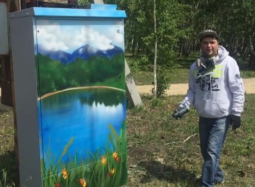 Магнитогорский уличный художник разрисовал уже 13 электрошкафов. На очереди еще 27