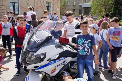 Безопасное лето. Полицейские поведали школьникам про общение в соцсетях и езду на велосипеде