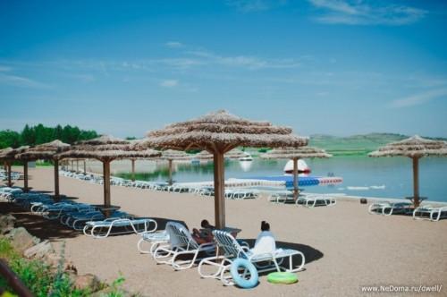 Хорошая новость! Для гостей семейного комплекса «Динопарк» открыли VIP–пляж