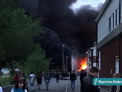 По предварительным данным – жертв нет. В Магнитогорске за цирком продолжают гореть торговые ряды