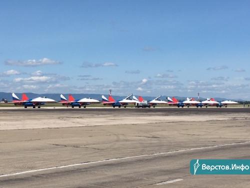 «Стрижи» пролетели. Известная пилотажная группа приземлилась в аэропорту Магнитогорска