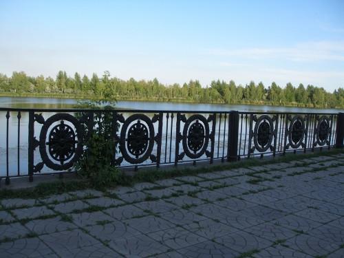 Розетки отлили на ММК. На набережной за ДКМ имени Орджоникидзе восстанавливают ограждение