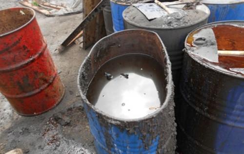 Хранили отходы в протекающих бочках. Природоохранную прокуратуру не устроила чистота химчистки