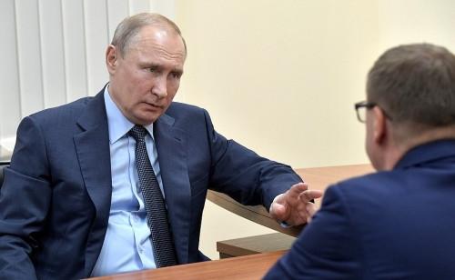 Президент был немногословен. Алексей Текслер рассказал Путину о ближайших планах