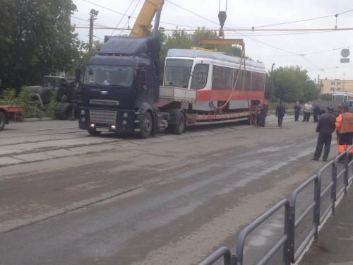 Встречаем новичков! В Магнитогорск прибыли два новых трамвайных вагона
