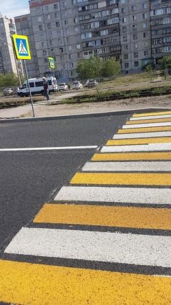 Получилось забавно. Магнитогорские дорожники промахнулись с пешеходным переходом?