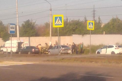 16-летнюю девушку госпитализировали. На левом берегу водитель ВАЗа въехал в «Ладу», а затем сбил пешехода