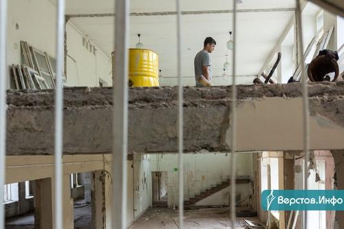 Остались только несущие стены. На Доменщиков идет реконструкция здания под новый детсад