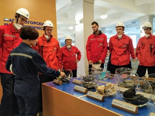 По стопам коллег-хоккеистов. Баскетболисты команды «Динамо» посетили ПАО «ММК»