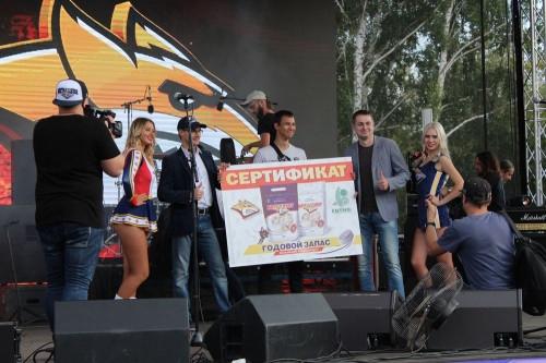 Удача улыбнулась студенту. Компания «СИТНО» подарила болельщику «Металлурга» годовой запас пельменей!