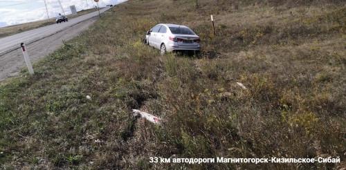 Очередное серьезное ДТП на трассе под Магнитогорском. После столкновения с иномаркой перевернулся фургон