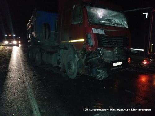 Тяжеловесное ДТП под Магнитогорском. На трассе столкнулись два грузовика и фронтальный погрузчик