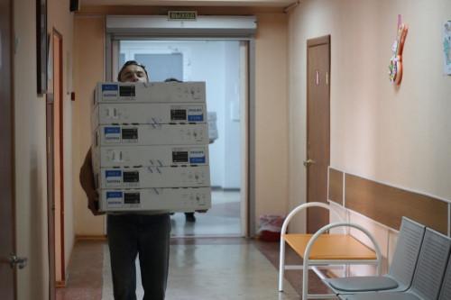 Ради эффективности процесса. В детскую больницу поступило 110 компьютеров