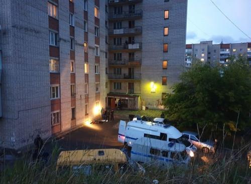 Гость без головы вылетел из окна девятого этажа. В Златоусте взрывом гранаты убило местного жителя