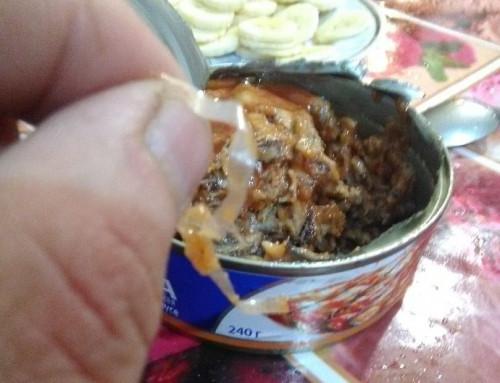 Килька в «шубке» из целлофана. Житель Магнитогорска купил консервы с не заявленными ингредиентами