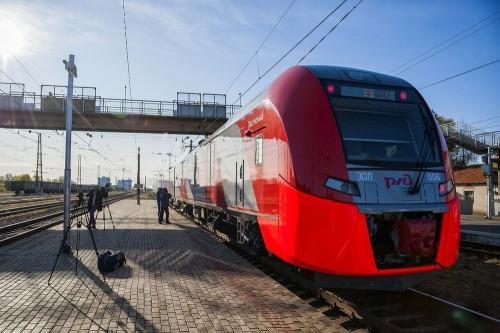 Вчера тут пролетала «Ласточка». Поезд из Челябинска доехал до Магнитки за 4 часа