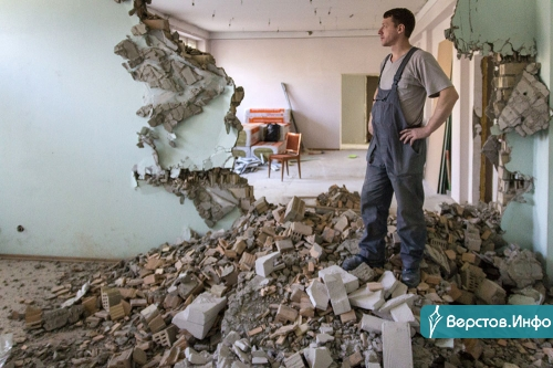 «Поотлетали косяки, появились мыши». Жители дома на Московской пожаловались на ремонт в магазине