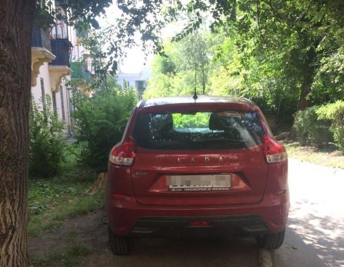 Паркуйся по правилам. Автолюбители из Магнитогорска заплатят три тысячи рублей за стоянку на газонах