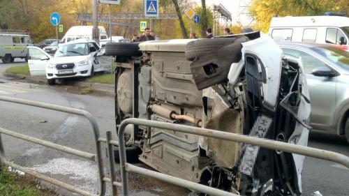 Один человек погиб, другой – в больнице. На левом берегу смертельное ДТП с участием автомобиля «Яндекс.Такси»