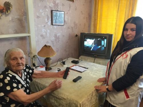 Дойдут до каждого. Магнитогорские волонтеры помогают одиноким пенсионерам перейти на «цифру»