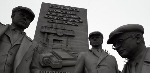 Очкосрывательство. В сквере около МГТУ с чугунной фигуры Михаила Бояршинова «сняли» очки
