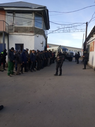 Еще двое. Бойцы ОМОН задержали новых незаконных мигрантов