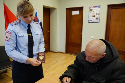 Сделали доброе дело. Бездомному уроженцу Магнитогорска помогли оформить паспорт
