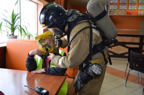 Спасли работниц буфета. В Магнитогорске женщины надышались дымом во время условного пожара