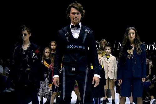 Удобно и стильно. Экзоскелет, разработанный в МГТУ, представили на Неделе моды в Москве