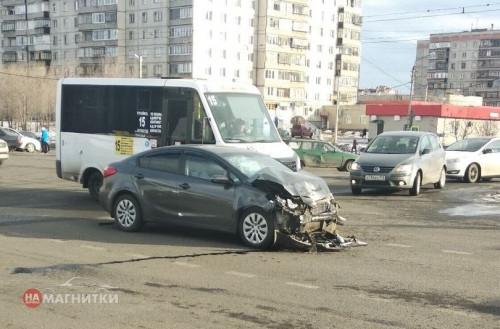 Женщину зажало в салоне. Пассажирка иномарки получила травмы после ДТП на перекрестке