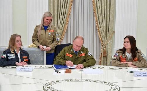За одним столом. Студентка МГТУ пообщалась с плотником 4-го разряда Владимиром Путиным