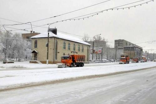 Магнитогорск накрыло. Снегоуборочная техника будет работать в круглосуточном режиме