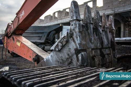 Недостроенное здание таможни на Грязнова снесут почти за 8 миллионов рублей. Работы уже начались