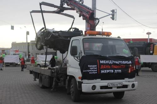 Искорёженное авто как напоминание. В Магнитогорске почтили память жертв ДТП