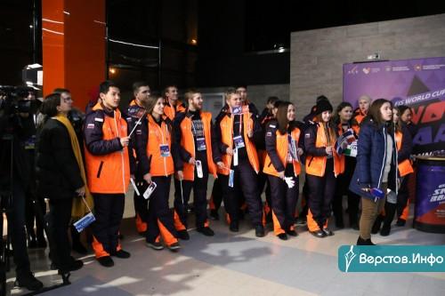 «В России всегда прохладнее, чем в Европе». В магнитогорском аэропорту встречали участников первого этапа Кубка мира по сноуборду