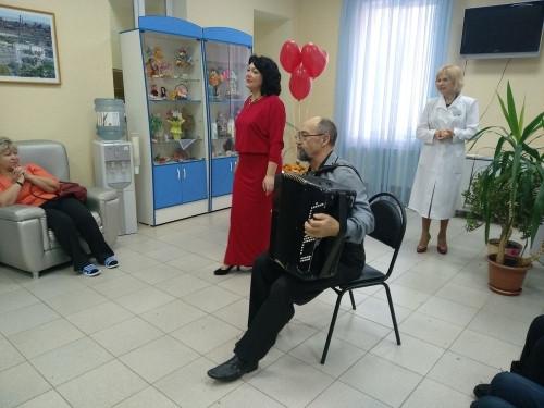 Элемент терапии. В гериатрическом центре медсанчасти устроили праздник для пациентов