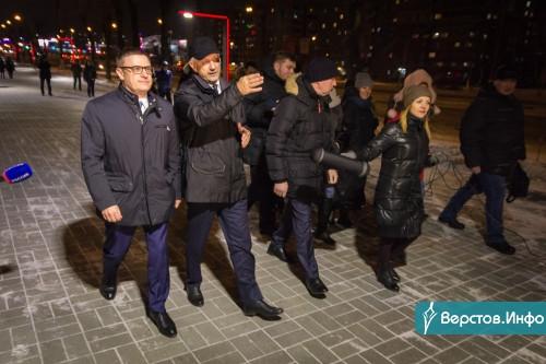 Огни Магнитки светили губернатору. Текслер и Бердников прогулялись по обновленному бульвару на К. Маркса
