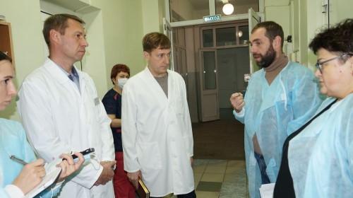 Показали реанимацию и операционную. Министр здравоохранения посетил медсанчасть