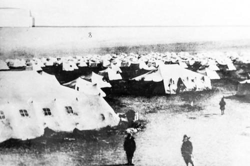 В них умирали от холода дети и старики. Магнитогорский историк рассказал о трагическом смысле памятника «Первая палатка»