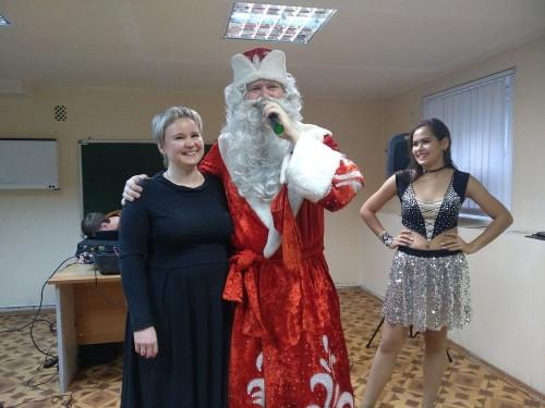 Дед Мороз уже пришел. Серьезных медиков повеселили артисты